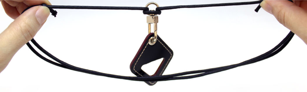 最高級皮革のコードバン(馬の革)を使用。首から下げれます