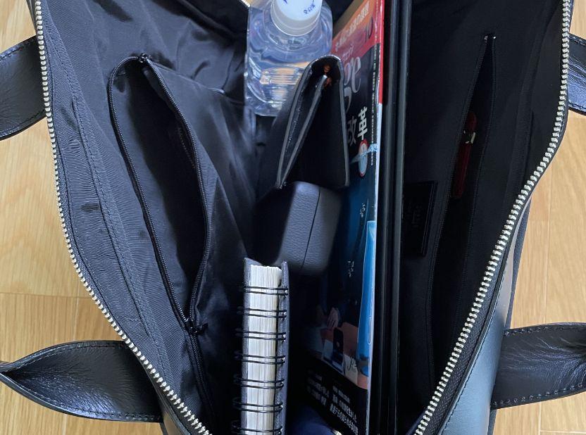 キプリスの3wayビジネスバッグ 内側には2つのファスナーポケット(うち1つはL字)