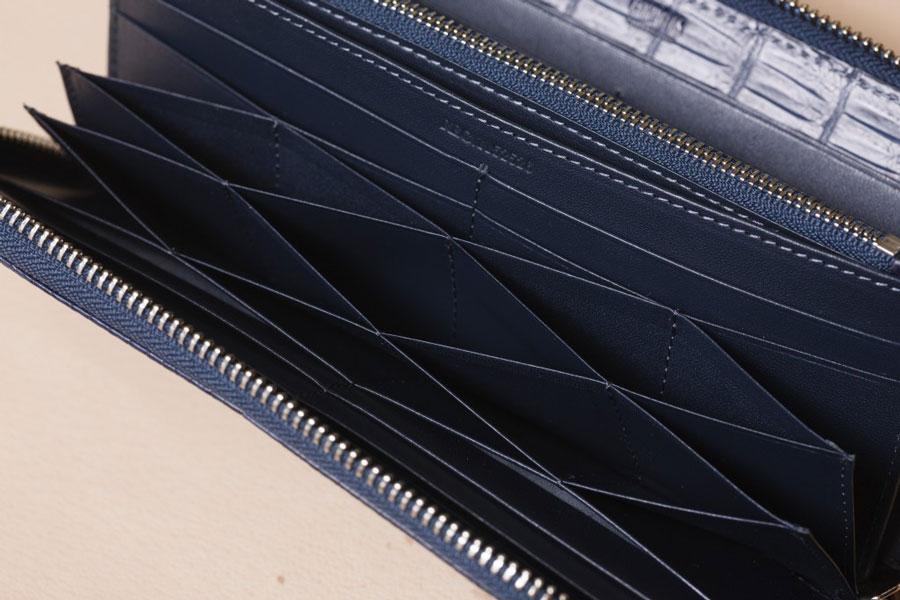 ハニカム構造のカードケースは、美しいのはもちろんたくさんのカードを収納できる。特許をとっている技術。