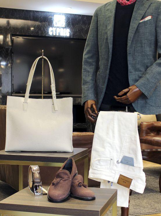 革小物・革財布のCYPRISがご提案 爽やかなメンズジャケパンスタイル